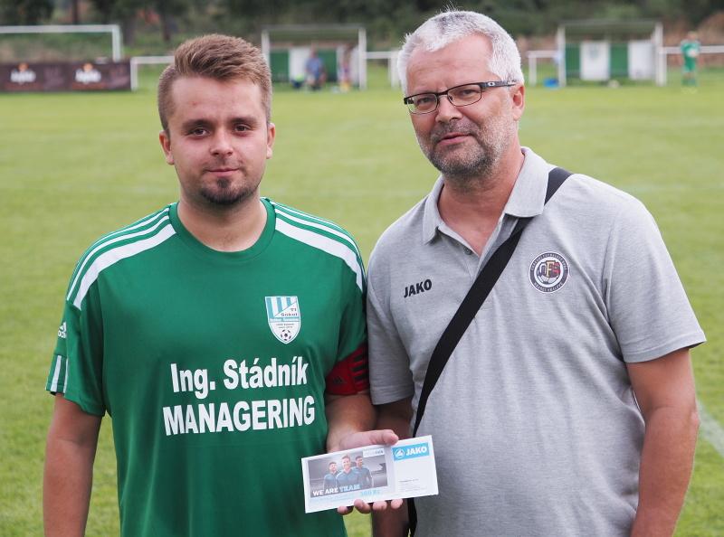 Tipovačka OFS Hradec na facebooku se rozjela, Jakub Fichtner převzal dárkový poukaz JAKO